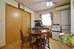 リビングの様子。左手のドアの先は、オーナーさんの部屋です。(2014-05-21,共用部,LIVINGROOM,2F)