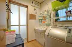 水まわり設備の様子。バスルームの脱衣室を兼ねています。(2014-05-21,共用部,OTHER,1F)