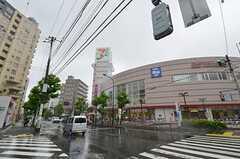 シェアハウスの近隣にあるショッピングセンターの様子。(2014-05-21,共用部,ENVIRONMENT,1F)