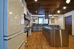キッチンの様子。キッチントップは2台設置されています。(2017-08-23,共用部,KITCHEN,3F)