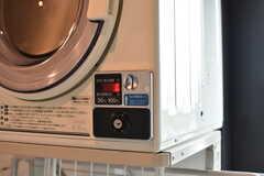 乾燥機はコイン式です。(2017-08-23,共用部,LAUNDRY,5F)