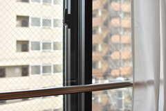 5Fの大通りに面している部屋は、2重窓です。(505号室)(2017-08-23,専有部,ROOM,5F)