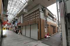 建物は商店街に面しています。(2014-01-15,共用部,OUTLOOK,1F)