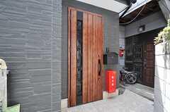 シェアハウスの玄関ドア。(2014-05-14,周辺環境,ENTRANCE,1F)