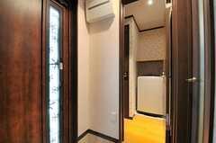 洗面やランドリー、トイレは玄関脇に集約されています。(2014-05-14,共用部,OTHER,1F)
