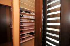 靴箱の様子。(2010-06-09,周辺環境,ENTRANCE,1F)