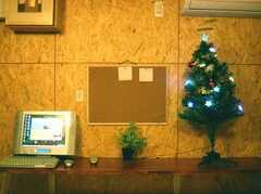 コミュニケーション・ボードと共用のPC。PCはTVも映ります(2007-12-12,共用部,OTHER,1F)