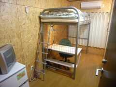 専有部の様子。正面のカーテンの向こうはベランダです(204号室)(2007-12-12,専有部,ROOM,2F)