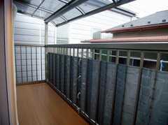 専有部の様子7。203号室と共同のベランダ(204号室)(2007-12-12,専有部,ROOM,2F)