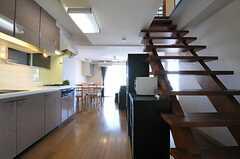 リビングの様子。元々はオーナーさんが住んでいたメゾネットタイプの部屋です。(2013-03-11,共用部,LIVINGROOM,8F)