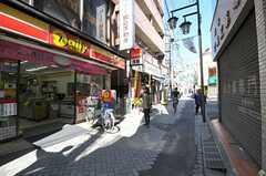 駅前は商店街です。(2013-03-11,共用部,ENVIRONMENT,1F)