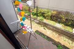 テラスは共用の物干し場としても使用します。(101号室)(2010-06-11,共用部,OTHER,1F)