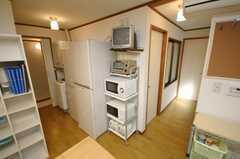 冷蔵庫は2台有り、特大は4人で、大型は3人で利用する。(2008-06-04,共用部,OTHER,1F)