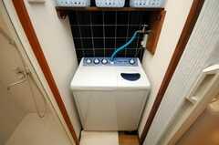 洗濯機は基本的に全自動式を使うことになりそうだ。(2008-06-04,共用部,LAUNDRY,1F)