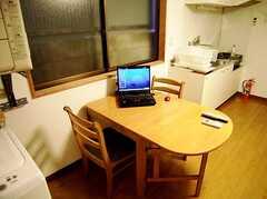 共用PCは必要な時のみ取り出すノート型(2006-08-19,共用部,PC,1F)