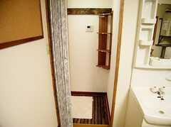 シャワールーム前の様子。(2006-08-19,共用部,BATH,1F)