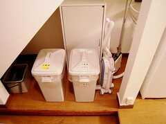 ゴミ箱の様子。(2006-08-19,共用部,OTHER,1F)