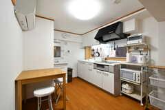 リビングの様子2。キッチンが併設されています。(2020-09-30,共用部,LIVINGROOM,2F)