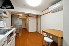 リビングの様子3。右手奥のドアはトイレです。(2020-09-30,共用部,LIVINGROOM,2F)