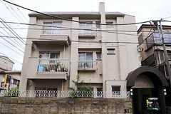 マンションの外観。1室がシェアハウスです。(2011-05-10,共用部,OUTLOOK,1F)