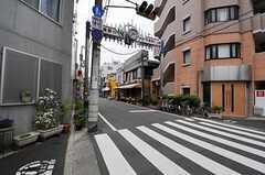 シェアハウスからJR埼京線・板橋駅へ向かう道の様子。(2011-05-10,共用部,ENVIRONMENT,1F)