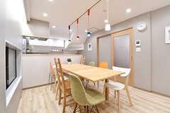 リビングの様子2。奥がキッチンです。(2016-12-14,共用部,LIVINGROOM,1F)