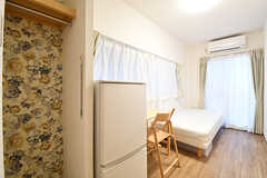専有部の様子。全室、収納スペース付きです。収納の壁紙は専有部ごとに異なります。(204号室)(2016-12-14,専有部,ROOM,2F)