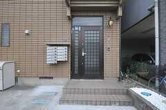 シェアハウスの正面玄関。(2013-07-31,周辺環境,ENTRANCE,1F)