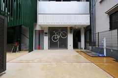広々としたシェアハウスのエントランス。(2010-10-18,周辺環境,ENTRANCE,1F)