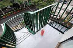 ベランダ兼、非常階段の様子。(301号室)(2010-10-18,専有部,ROOM,3F)