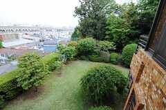 ベランダからの景色、5月バージョン。緑が溢れています。(202号室)(2013-05-10,専有部,ROOM,2F)