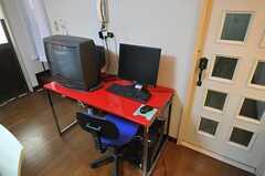 共用PCと共用TVの様子。(2010-11-10,共用部,PC,1F)