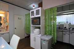 食器棚に設置されたキッチン家電。(2010-11-10,共用部,OTHER,1F)