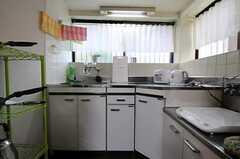 シェアハウスのキッチンの様子。(2010-11-10,共用部,KITCHEN,1F)
