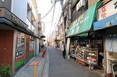 JR京浜東北線・東十条駅からシェアハウスへ向かう道の様子。(2010-11-10,共用部,ENVIRONMENT,1F)