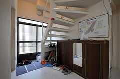 内部から見た玄関周りの様子。(2010-11-18,周辺環境,ENTRANCE,1F)