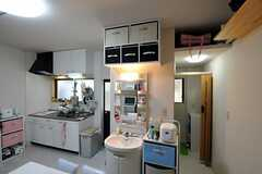 洗面台右の廊下の先にシャワールームがあります。(2010-11-18,共用部,OTHER,1F)