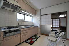 キッチンには窓もついています。(2012-07-09,共用部,KITCHEN,1F)