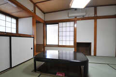 居間には掘りごたつがあります。(2012-07-09,共用部,LIVINGROOM,1F)