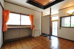 専有部の様子。専用の玄関が付いています。(102号室)(2012-07-09,専有部,ROOM,1F)
