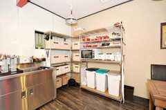 ストッカー、キッチン家電、ゴミ箱の様子。(2009-07-03,共用部,OTHER,1F)
