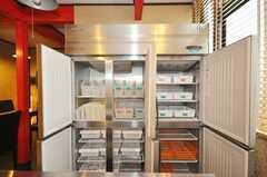 冷蔵庫の内部は区分けされている。(2009-07-03,共用部,OTHER,1F)