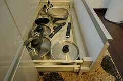 鍋類も同じく引き出しに。(2011-04-01,共用部,KITCHEN,1F)