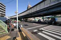 シェアハウスから東京メトロ南北線・王子神谷駅へ向かう道の様子。(2011-04-01,共用部,ENVIRONMENT,1F)