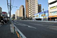 シェアハウスから東京メトロ南北線・王子神谷駅へ向かう道の様子2。(2011-04-01,共用部,ENVIRONMENT,1F)