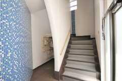 マンションの階段の様子。2階がシェアハウスです。(2010-05-21,周辺環境,ENTRANCE,1F)