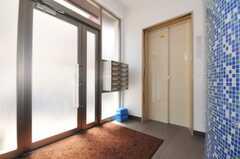 ポストは部屋ごとに分かれています。エレベーターは使用できません。(2010-05-21,周辺環境,ENTRANCE,1F)