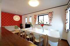 キッチンから見たリビングの様子。(2012-04-09,共用部,LIVINGROOM,3F)