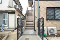 玄関は1階と2階にひとつずつ。(2014-11-05,周辺環境,ENTRANCE,1F)