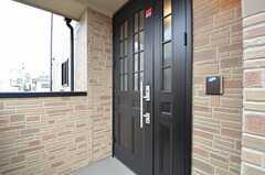 玄関ドアの様子。(2014-11-05,周辺環境,ENTRANCE,2F)